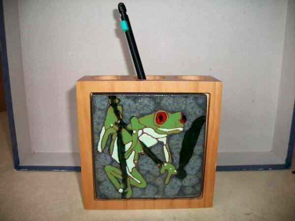 Red-eyed tree frog - handmade tile on pen and pencil holder